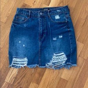 Boutique denim skirt size medium. Never been worn
